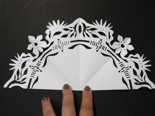 Nghệ thuật cắt giấy Kirigami