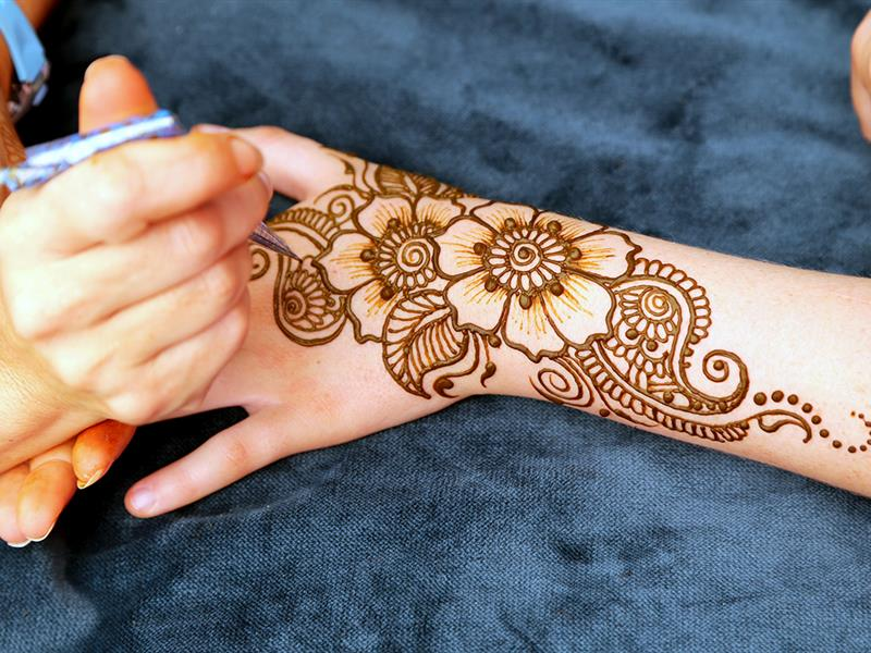 vẽ tay henna